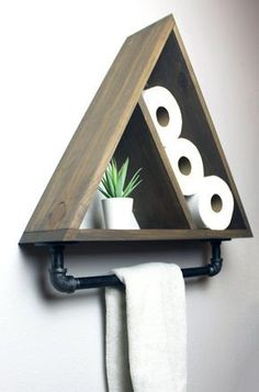 Dreieck-Badezimmer-Regal mit industriellem Bauernhaus-Tuch-Stab, geometrischer L. Triangle Bathroom Shelf with Industrial Farmhouse Towel Bar, Geometric Country Rustic Storage, Modern Farmhouse, Apartment Dorm Decor - Woodworking Projects Diy, Diy Wood Projects, Home Projects, Woodworking Plans, Woodworking Beginner, Unique Woodworking, Intarsia Woodworking, Woodworking Lathe, Woodworking Patterns