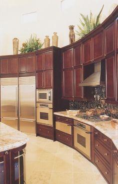 kitchen design ideas for small galley kitchens kitchen pantry design ideas kitchen layout design ideas #Kitchen