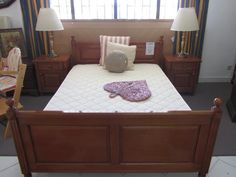 21/2+3 Wooden double bed with mattress and two bedside tables Bed - 140x195 Bedside tables - 53x40x60.  315e