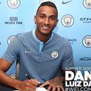 Danilo assina por cinco anos com o City e rasga elogios a Guardiola