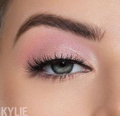 aesthetic makeup prom Love these pretty Calm Before the Storm Palette looks Look Angel all over lid, Yellow Gel Liner on the waterline, Sunshine on the Pink Makeup, Glam Makeup, Makeup Inspo, Makeup Art, Makeup Inspiration, Hair Makeup, Simple Eyeshadow, Eyeshadow Makeup, Pink Eyeshadow