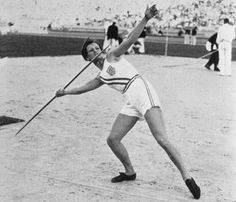 Babe Didrikson throws the javelin at 1932 Los Angeles Olympics.    She wins the Gold Medal