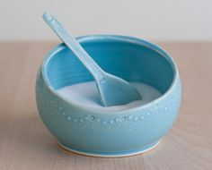 Isn't this so pretty?  I love #pottery, and delicate softness of this really appeals to me.