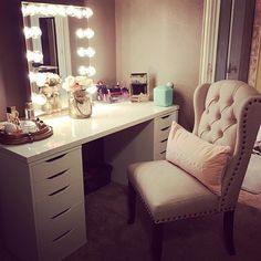 This super lovely and elegant vanity plus some love from a pretty… Diy Vanity Table, Vanity Decor, Vanity Ideas, Glam Room, Cute Home Decor, Beauty Room, New Room, Bedroom Decor, Bedroom Ideas