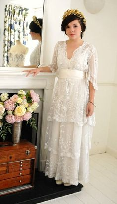 Love this vintage wedding dress! So pretty!! Yes I would wear that!!