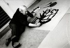 Joan Miro travaillant sur une plaque de zinc 1, 1971, Galerie Maeght, Paris