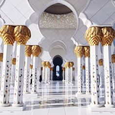 The Grand Mosque in Abu Dhabi is as stunning on the inside as the outside...  A true masterpiece of architecture  #abudhabi #grandmosqueabudhabi #middleeast #UAE #sheikhzayedmosque by phineloves