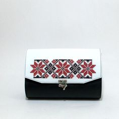 Handmade leather bag, bespoke, with manual embroidery, traditional motifs