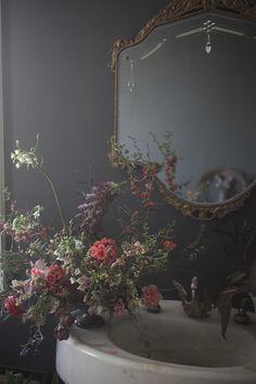 Peek Inside World's End Farm + Saipua Plant Sale - Design*Sponge Sneak Peeks - Plants Dark Walls, Plant Sale, Floral Arrangements, Flower Arrangement, Flower Power, Interior And Exterior, Beautiful Flowers, Wedding Flowers, Floral Design