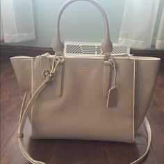 Coach gray/white CROSBY color block Satchel! 100% Authentic - Good Condition! – Item has minimal imperfections. Beautiful item overall, some light scuffs on exterior. Still at a great bargain price! ABSOLUTELY NO TRADES!Height: 9½ Inches Length: 11 Inches Depth: 6½ Inches Shoulder Strap: 21 Inches Handle: 6½ Inches  IMPERFECTIONS: -light scuffs on exterior front, side trims. Clean interior lining. Coach Bags Satchels