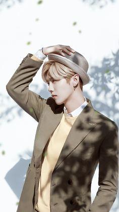 Does he really had to look this good? Luhan Exo, Tao Exo, Exo Ot12, Guan Xiao Tong, Baby Lulu, Hunhan, Chinese Boy, Mark Tuan, Pretty Men