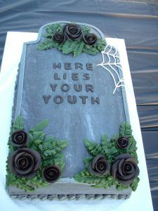 Ideen für Geburtstagsfeiern Over The Hill Trendy Ideas – Birthday Part… Ideas for Birthday Parties Over The Hill Trendy Ideas – Birthday Party … – Cake Decorating – # Funny Birthday Cakes, 30th Birthday Parties, Cake Birthday, Funny Cake, Birthday Sayings, 60 Birthday Party Ideas, Birthday Images, Halloween Birthday Cakes, Birthday Greetings