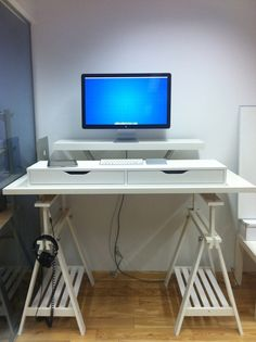 No clue how I'm going to make up my mind with all these standing desk options...