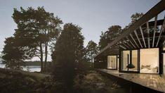 Vi bad Sveriges främsta arkitekter att ta fram sina drömmars lantställe för oss. Resultatet är tio kollektioner med vackrasommarhus. Var och en med sitt unika formspråk.Arkitekternas sommarhus byggs på traditionellt vis i lösvirke av hög kvalitet. Det kräver erfarna hantverkare men ger överlägsen flexibilitet. Det gör också att vi kan uppföra husen på de mest otillgängliga tomter, ensliga kuster och öar. Med totalentreprenad, fast pris ochen enda kontaktperson.