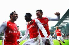 Welbeck celebrates with Santi and Giroud after putting Arsenal on the board