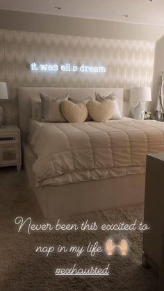 15 Cute Bedroom Ideas for Girls - Cool Bedroom Design Cute Bedroom Ideas, Cute Room Decor, Room Ideas Bedroom, Teen Room Decor, Home Bedroom, Bedroom Decor, Neon Sign Bedroom, Bedding Decor, Mirror Bedroom
