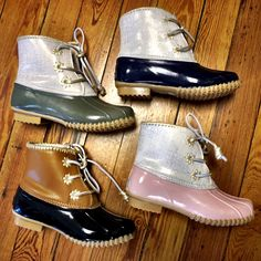 Step up your fall wear with these Jack Rogers duck boots they are to die for Bean Boots, Kids Duck Boots, Cute Shoes, Me Too Shoes, Duck Boots Outfit, Bootie Boots, Shoe Boots, Ankle Boots, Boating Outfit