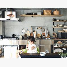 mihoさんはInstagramを利用しています:「昨日は家の取材✏︎ 好きなものについて話す時間は本当にたのしい✨ 5.22 #2歳7ヶ月 #キッチン #台所 #フルリノベーション #mいえのキロク」 Unfitted Kitchen, Open Kitchen, Kitchen Dining, Kitchen Decor, Studio Kitchen, Kitchen Stories, Japanese House, Kitchen Interior, Home Kitchens