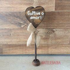 Bom dia, pessoal!! Que a semana seja cheia de amor! ✨❤️ #ateliebaoba #amor #love #wedding #casamento #plaquinha #plaquinhas