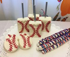 Incredible ideas for a baseball-themed party! Baseball First Birthday, Baby First Birthday, 1st Birthday Parties, 4th Birthday, Birthday Ideas, Baby Party, Baby Shower Parties, Baby Shower Themes, Baby Boy Shower