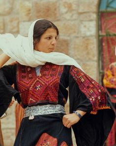 Palestine Girl, Palestine History, Palestinian Embroidery, Historical Clothing, Girls Eyes, Traditional Dresses, Beautiful People, Cute Outfits, Feminine