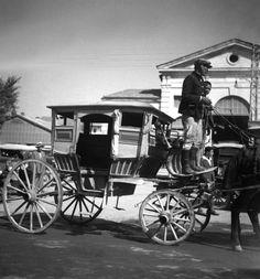 Η Κρήτη το 1935 μέσω της δουλειάς του ξακουστού Rene Zuber | Φωτός+Βίντεο Old Pictures, Old Photos, Tree Identification, French Photographers, Mykonos, Antique Cars, Greece, Black And White, History