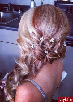 Fryzury wieczorowe włosy: Fryzury Długie Wieczorowe - Magdalena Dziak - 1749068