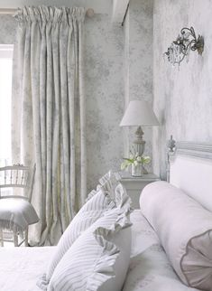 Beneficent corroborated shabby chic home decor site here Farmhouse Bedroom Decor, Shabby Chic Bedrooms, Shabby Chic Homes, Shabby Chic Decor, Home Bedroom, French Bedrooms, Bedroom Wardrobe, Gray Bedroom, Trendy Bedroom