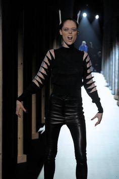 Is that Liam?!  lol Thierry Mugler fashion show