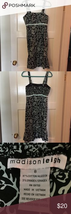 Black and teal dress Very cute! Size 8. Back has some stretch for perfect fit!   Let me know if you want me to create a bundle with anything else 👍 Dresses