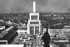 Das Warenhaus Karstadt am Hermannplatzr. Heute steht nur noch ein kleiner Teil der Süd-Fassade, von dem dieses Foto vom Südturm aufgenommen wurde. Berlin, 1931. o.p.