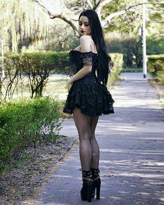 Gothic Girls, Hot Goth Girls, Goth Beauty, Dark Beauty, Punk Rock Fashion, Gothic Fashion, Alternative Girls, Alternative Fashion, Modern Goth