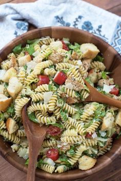 Une salade de pâtes au poulet césar - Recettes - Ma Fourchette
