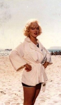 """Marilyn Monroe, Hotel del Coronado for filming of """"Some Like it Hot"""" Hollywood Glamour, Hollywood Actresses, Actors & Actresses, Marilyn Monroe, Hotel Del Coronado, Some Like It Hot, Norma Jeane, American Actress, Role Models"""