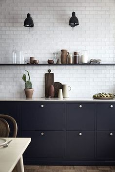 Fun kitchen decor and styles - Are you searching for inspirations for your kitchen style and design? Grant your space a refresh with one of these kitchen design strategies. Whether you like classic an Kitchen Cupboards, New Kitchen, Kitchen Dining, Bistro Kitchen, Kitchen Soffit, Nordic Kitchen, Kitchen Floors, Kitchen Wall Tiles, Scandinavian Kitchen
