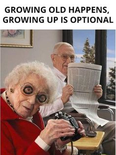 Funny Old People, Old Folks, New Foto, Couple Memes, Funny Memes, Hilarious, Growing Old Together, Old Couples, Elderly Couples