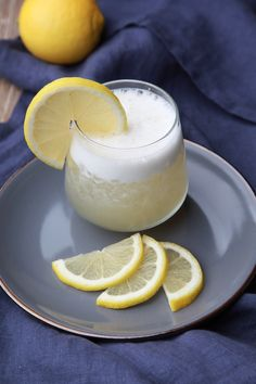 When is a Whiskey Smash Not a Smash? Gin Fizz Cocktail, Cocktail Drinks, My Favorite Food, Favorite Recipes, Whiskey Smash, Bartender Drinks, Aperol, Long Drink, Bubble Tea