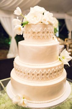 Gorgeously designed cake: http://www.stylemepretty.com/little-black-book-blog/2015/05/04/modern-sophisticated-southern-wedding-at-duke-mansion/ | Photography: Lauren Rosenau - http://www.laurenrosenauphotography.com/
