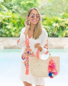jseverydayfashionWhen you go to the mall to make returns and leave with a new #coverup, #strawbag and #bagcharm!! 🌴🏊🌞 And also discover your local mall has made some big changes that make sense in light of the current economy. Read at link in my profile... #budgetfashion #summerstyle #summertrends #macysbackstage #francescas #tassels #beachbag #poolday #poolside #orlandoblogger