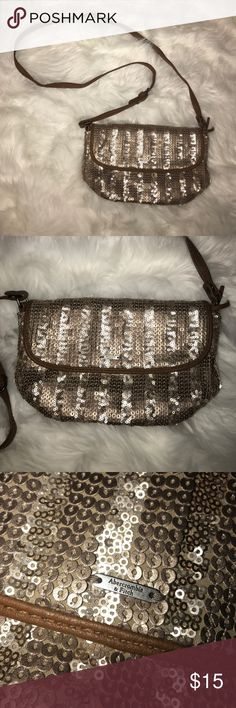 Abercrombie & Fitch cross body purse!!! 👛👛 Abercrombie & Fitch Cross Body Purse!!! 👛👛 Abercrombie & Fitch Bags Crossbody Bags