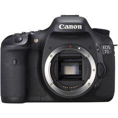 A EOS 7D combina alto desempenho com versatilidade e filmes HD de estilo cinematográfico. A resolução de 18 MP proporciona uma qualidade notável e a gravação contínua a 8 fps permite-lhe antecipar-se à acção.