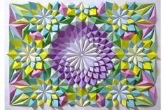 緻密に彩られた折り紙モザイクなアート