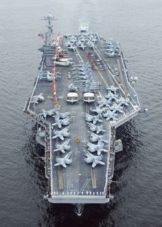 USS George Washington Pretty cool aircraft carrier with a flight deck full of aircraft. Go Navy, Navy Mom, Navy Marine, Navy Military, Military Force, Military Weapons, Military Aircraft, Navy Carriers, Navy Aircraft Carrier