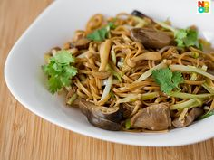 30-minute Chinese recipe for braised ee-fu noodles.