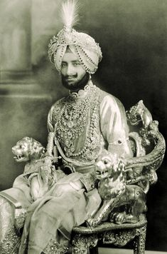 Cartier, Couple With Baby, Evil Empire, Nostalgic Images, History Of India, Vintage India, Royal Jewelry, Jewellery, Patiala