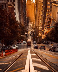 All downhill from here ~ San Francisco, California, United States Photo: - Best Places to Visit X Solo Travel, Travel Usa, Travel Europe, Chicago Travel, Travel Destinations, Wanderlust Hotel, Travel Route, Vacation Travel, Travel Goals