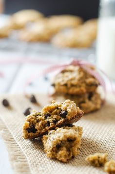 chocolate chip quinoa cookies using healthy quinoa flakes! (they're gluten-free too!)