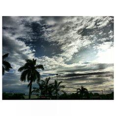 8時前だけど凄い陽射し already hot before 8am #イマソラ#朝日#空#雲#フィリピン#sky#clouds#philippines#sun