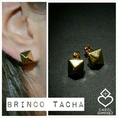 Brinco Tacha confeccionado em Prata 950 Folheada à Ouro Amarelo.