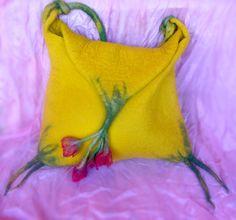 interesting idea Flower bag by irit dulman felt bag, craft idea, flower purs, flower bag, felt craft, irit dulman, flowers, bags, heart felt